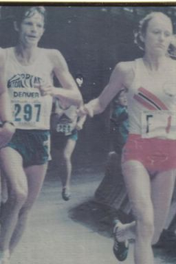 Creigh Kelley being passed by Marathon Great Greta Waitz