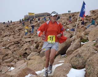 Danelle at Pikes Peak Summit in 2005. (Photo: multisports.com)